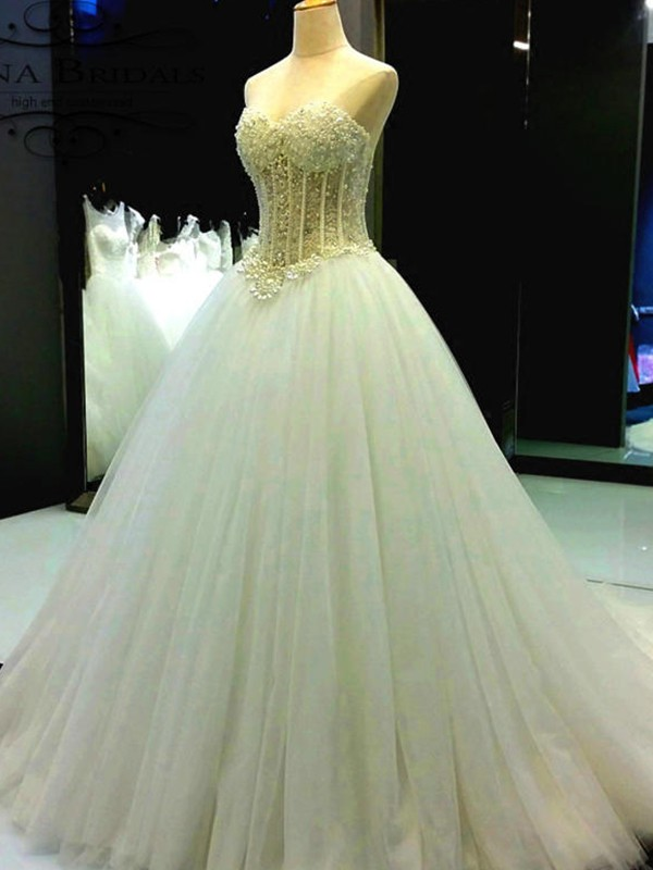 Ball Gown Sweetheart Beading Tulle Court Train Sleeveless Wedding Dress