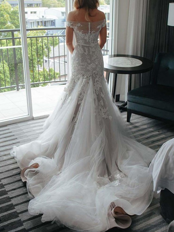 Trumpet/Mermaid Off-the-Shoulder Lace Applique Tulle Sleeveless Court Train Wedding Dress