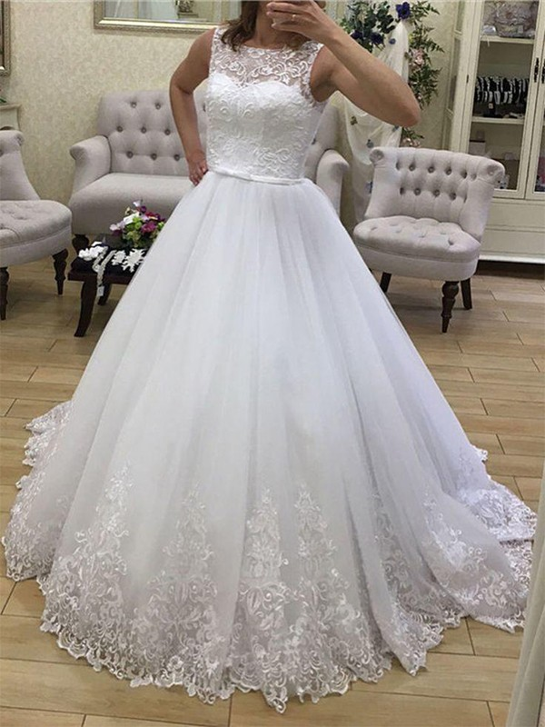 Ball Gown Scoop Sleeveless Court Train Tulle Applique Wedding Dress