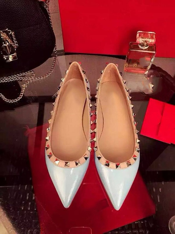Women's Flat Heel Patent Leather Closed Toe With Rivet Party Casual Shoes