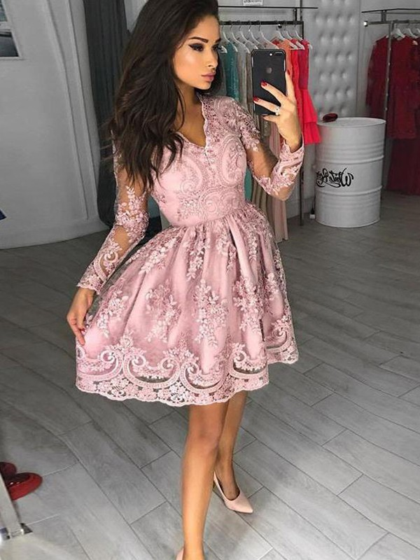 A-Line/Princess V-neck Long Sleeves Applique Lace Short Dresses