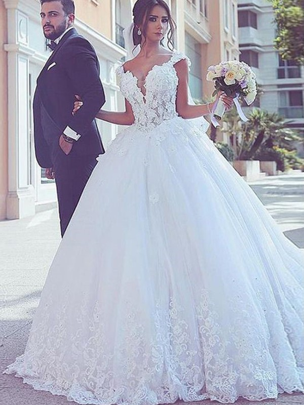 Ball Gown Sweetheart Sweep/Brush Train Tulle Sleeveless Wedding Dresses with Lace