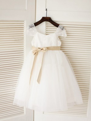 Ball Gown Scoop Sleeveless Sash/Ribbon/Belt Tulle Tea-Length Dresses